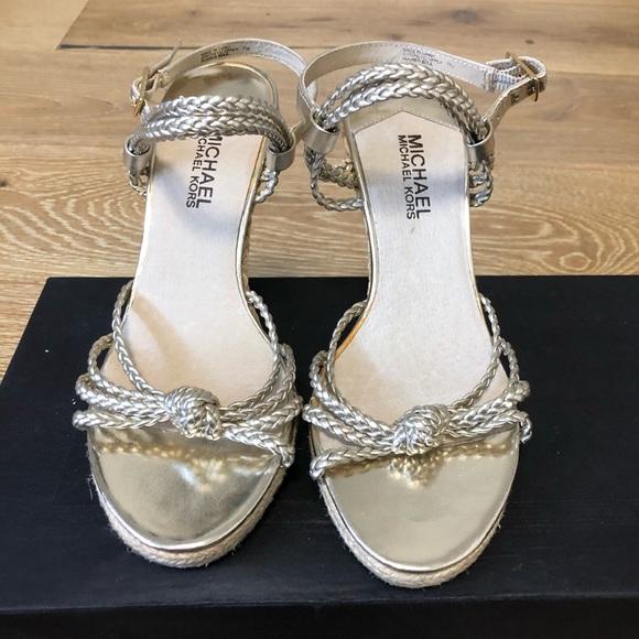Michael Kors/Ladies/Gold Size 7Sandals/Gently Worn